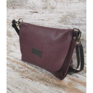 bandolera-con-solapa-artemura-caceres-artesania-artesanal-regalos-bolsos-colgantes-monederos-decoracion---min