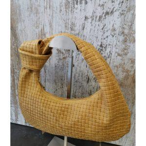 bolso-de-hombro-artemura-caceres-artesania-artesanal-regalos-bolsos-colgantes-monederos-decoracion---min
